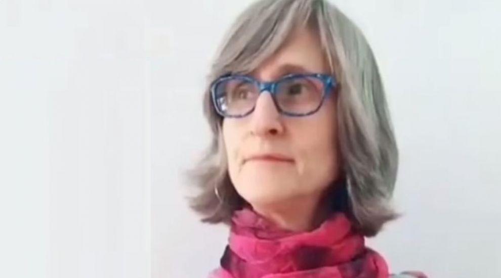 O învățătoare de 56 de ani a fost interzisă pe TikTok, după ce 20.000 de oameni au reclamat-o