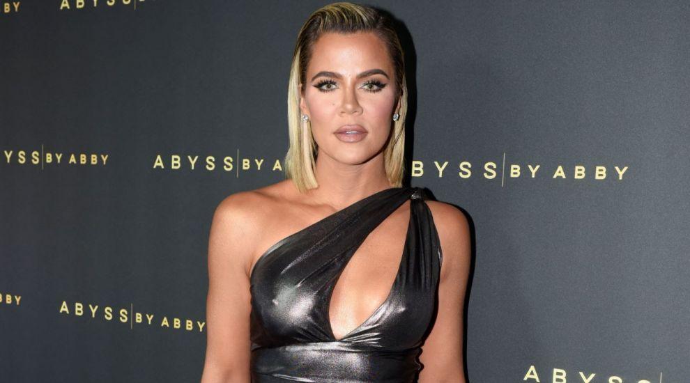 """Khloe Kardashian, acuzată că și-a trucat fotografiile după cea mai recentă ședință foto: """"Nu vă panicați!"""""""