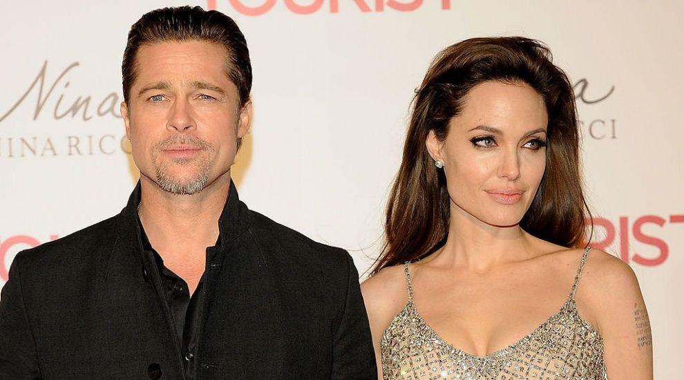 Suma colosală încasată de Angelina Jolie după ce a scos la licitație un tablou primit de la Brad Pitt