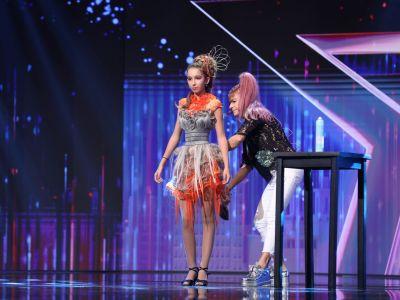 Românii au talent 2021: Adriana Popescu, prezentare de modă inedită cu rochii din extensii de păr | Romanii Au Talent | ProTv