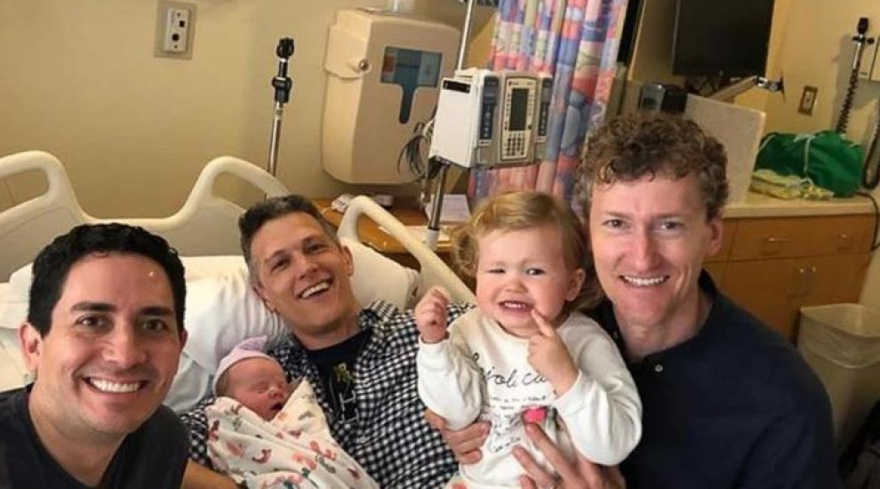 Cei trei bărbați formează o familie. Cum au reușit să apară toți pe certificatul de naștere al bebelușului lor