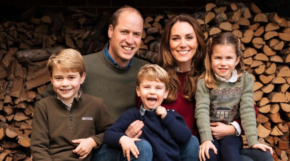 """Prințul Louis, fotografiat de mama lui, Kate Middleton, în prima zi de creșă. """"E leit mama"""""""