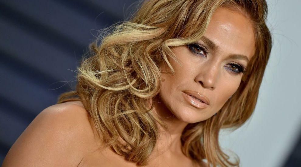 Trei generații ale familiei lui Jennifer Lopez: cântăreața a pozat alături de mama și fiica ei