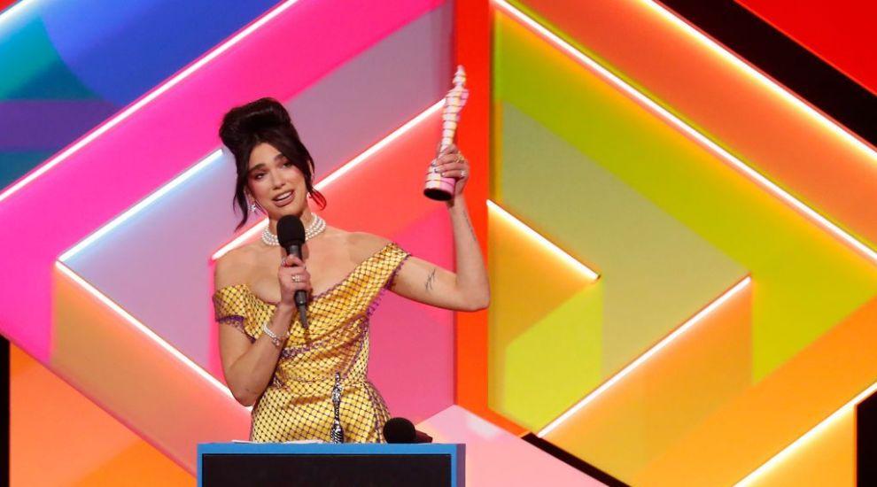 BRIT Awards 2021: Artista Dua Lipa, marea câștigătoare a galei de la Londra