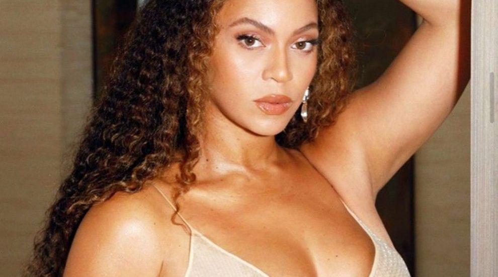 """Miliția modei by Costi Diță: """"Doamna Beyonce are flăcări pe piept"""""""