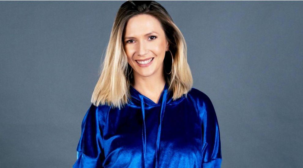 """Din 30 august, Adela Popescu prezintă emisiunea """"Vorbește lumea"""""""