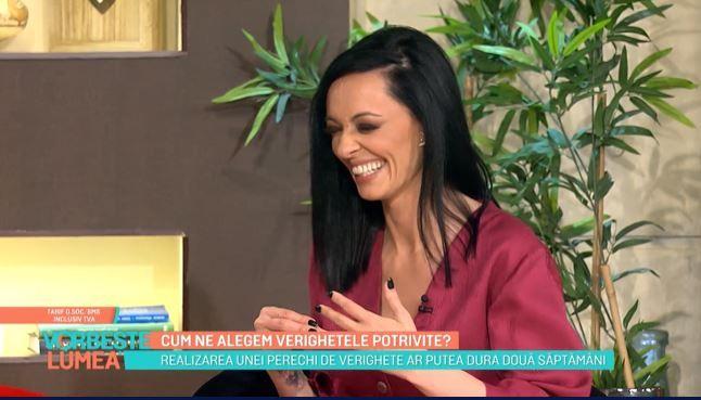 """Cosmina Păsărin: """"Îmi stă bine cu verighetă?"""""""