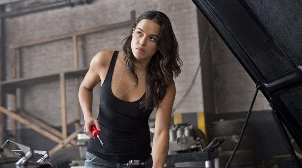 """Michelle Rodriguez, departe de imaginea sexy din celebra serie """"Furios și iute"""". Cum arată Letty în viața reală"""