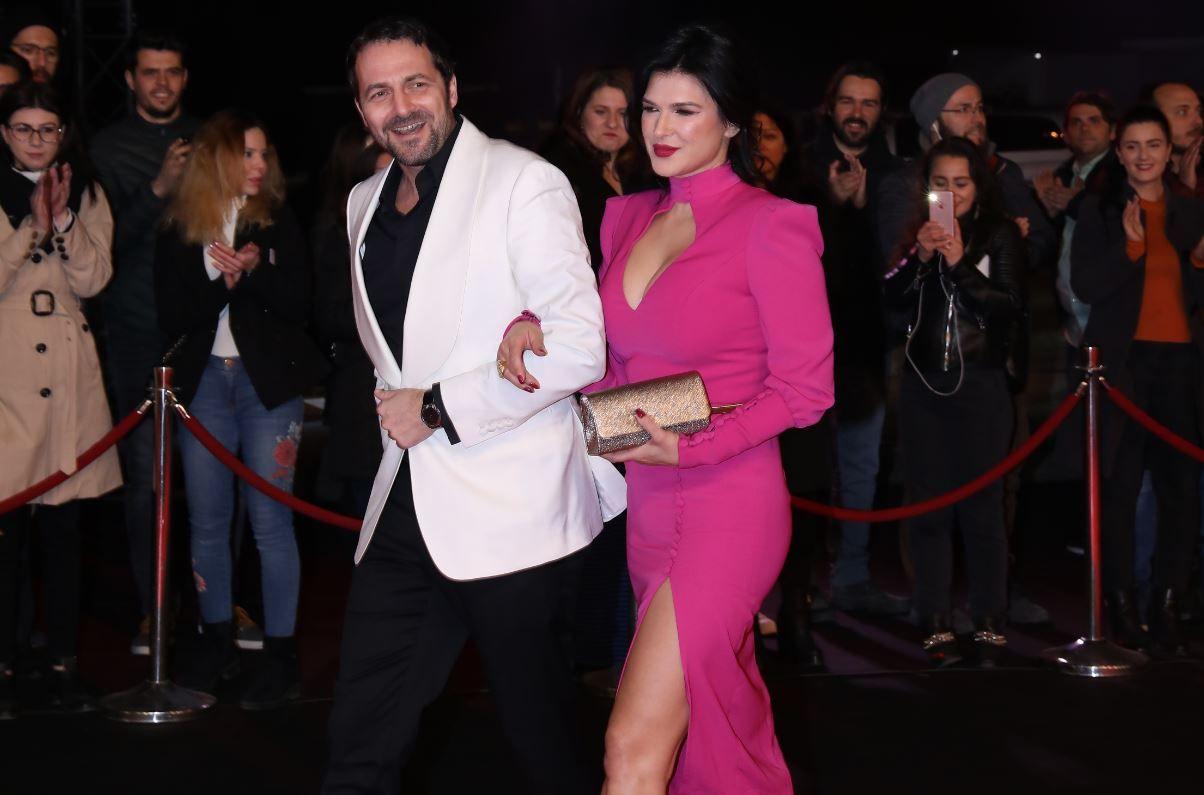 """Monica Bîrlădeanu, răvășitoare pe covorul roșu: """"Sunt cea mai relaxată din distribuție"""""""