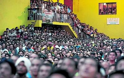 POZA ZILEI: Manny Pacquiao rugat sa-si amane revenirea in Filipine, din cauza gripei porcine!