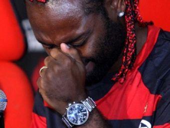 VIDEO EMOTIONANT! Vagner Love a PLANS ca un copil la prezentarea la Flamengo
