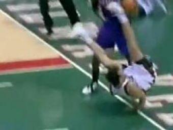 VIDEO: Albii nu pot sa sara!Accidentare HORROR dupa o tentativa de slam dunk in NBA!