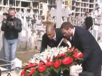 VIDEO /IMPRESIONANT! Handbalistii de la Veszprem au plans la mormantul lui Cozma!