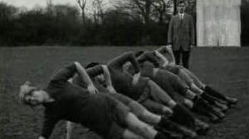 VIDEO FANTASTIC! Vezi cum jucau femeile fotbal in 1921!