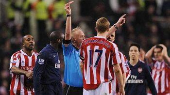 VIDEO / Omul care l-a nenorocit pe Ramsey era sa-l termine si pe Adebayor!
