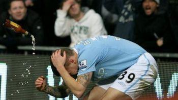 VIDEO / Man United se inchide din cauza unor nebuni! Vezi cum a fostlovitin capBellamy: