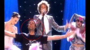 VIDEO Jimmy Jump a comis-o din nou! A dat buzna pe scena la Eurovision!