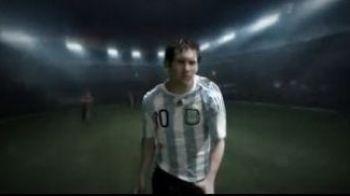 VIDEO A inceput razboiul pentru Cupa Mondiala! Messi se bate cu Villa in reclama anului!