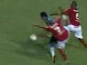VIDEO! Il cheama TAISON si visa sa se faca boxer! A ajuns fotbalist si RUPE picioare pe teren in Brazilia! :)