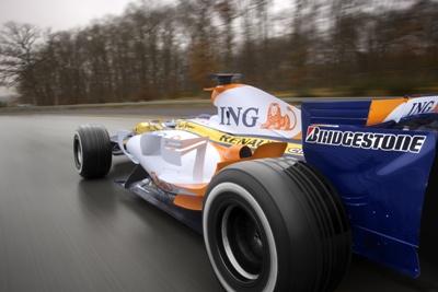 Renault ramane in Formula 1, dar vinde o parte din echipa