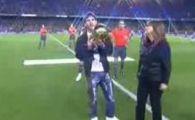 VIDEO Camp Nou in delir! Messi le-a aratat Balonul de Aur!