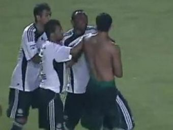 VIDEO La un pas sa rateze titlul dupa o bataie intre 2 colegi in Brazilia!