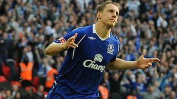 Un jucator de la Everton, jefuit in timp ce se uita la meci!