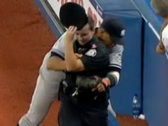 VIDEO Fostul prieten al Madonnei aincalecato politista pe terenul de baseball!