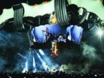 VIDEO: Bono a cantat in tricoul Barcei in memoria lui Michael Jackson!
