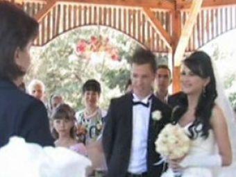 Sfantul Apostol s-a insurat! Vezi imagini de la nunta lui Iulian Apostol!