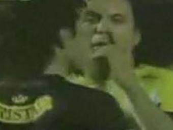 VIDEO! Cum se raspandeste gripa porcina? Un jucator mexican si-a scuipat adversarul pe teren!