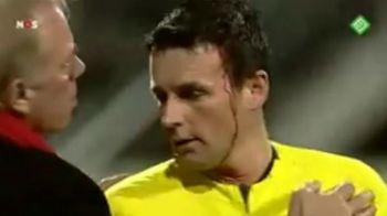 VIDEO: Cazul Bricheta in UEFA: plin de SANGE dupa ce a fost lovit in cap, arbitrul Ceferin nu a intrerupt meciul NEC - Hamburg!