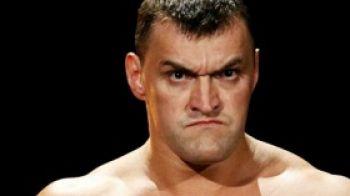 """Video: Un nou monstru in Smackdown! Rusul Kozlov l-a """"demolat"""" pe Hardy"""