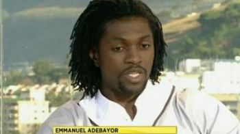 Cine l-a sunat pe Adebayor in timp ce era in direct la TV? VIDEO