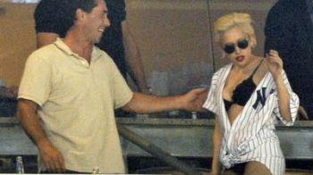 FOTO / Cum se vede un meci de baseball! Lady Gaga stie: in chiloti si sutien!
