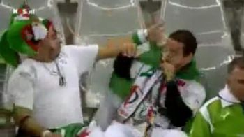 VIDEO / A suflat in vuvuzela unde nu trebuie si si-a luat-o pe coaja! Vezi super faza intre doi algerieni :))