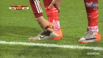 VIDEO / Ce superstitie crezi ca are Bendtner? Si-a colorat sosetele cu o carioca: