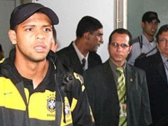Melo a fost BLESTEMAT la aterizarea in Brazilia! A fugit din aeroport ascuns intr-o DUBA!