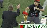 VIDEO Jimmy Jump a incercat sa 'FURE' Cupa Mondiala chiar la FINALA!