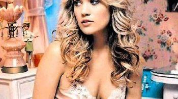 Super blonda din top 100 cele mai sexy femei din lume s-a casatorit cu un hocheist!