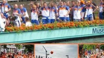 500.000 de persoane s-au adunat sa ii vada pe Robben si compania la Amsterdam!