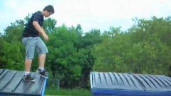 VIDEO! Renunta la ideile proaste... De ce sa NU faci parkour pe tomberoane