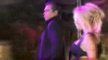 "Doi luptatori de la Local Kombat, pictorial fierbinte cu Pamela Anderson! ""Cu Morosanu nu vrea ca o sperie!"""