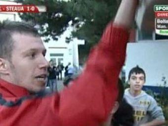 """VIDEO INCREDIBIL! Apostol nu a plecat cu autocarul echipei: """"Nu aveti alta treaba? Voi sunteti atotstiutorii fotbalului! MUCLES!"""""""
