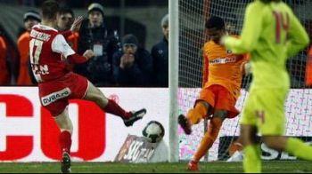 Vezi ce gluma au scos fanii lui Dinamo dupa ce Cristea a marcat in poarta lui Zapata!