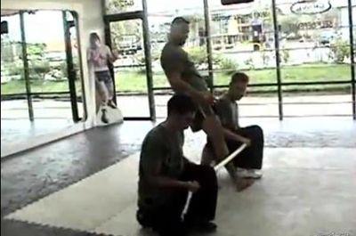 VIDEO: Lauda de sine... iti poate rupe picioarele! El e cel mai jalnic karateka!