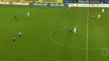 ATAT!! A prins sutul vietii: un jucator din Germania a marcat de la 50 de metri! VIDEO