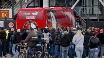 FOTO / Fanii lui Feyenoord i-au asteptat pe jucatori la Rotterdam, dupa umilinta cu PSV!