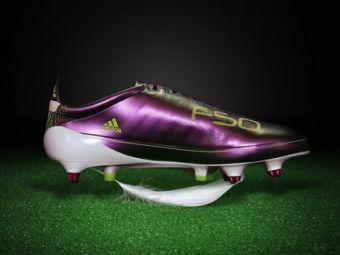SUPER FOTO! Vezi cel mai tare echipament de fotbal VOTAT in 2010 si cele mai HIDOASE ghete!