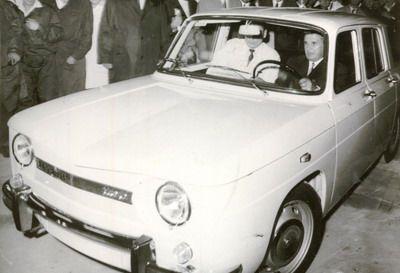 Cine e fotbalistul lui Dinamo care vrea sa cumpere masina preferata a lui Ceausescu!